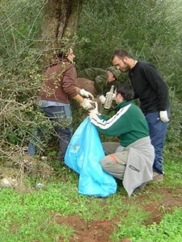 Cerca de 600 voluntarios extremeños limpian de basuraleza 29 espacios naturales de la región