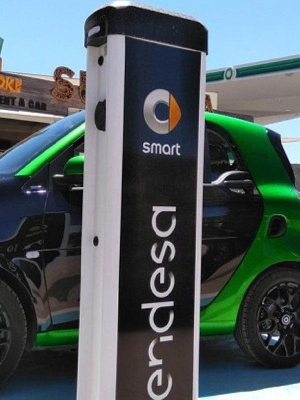 Smart y Endesa despliegan en Ibiza una red de carga pública con cinco puntos semirrápidos