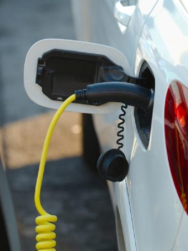 Los madrileños creen a pies juntillas en el futuro de los coches eléctricos