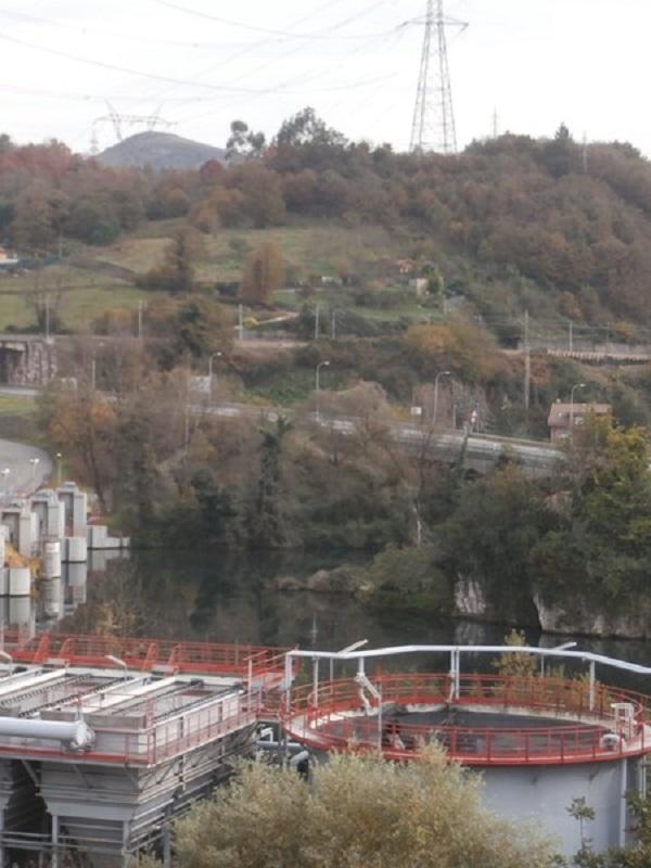 Asturias. Pillan a la térmica de Soto Ribera contaminando el río Nalón con sustancias peligrosas