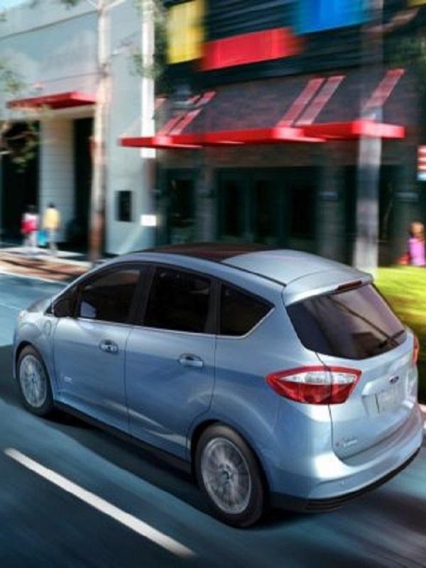 Ford pide ayudas para los coches menos contaminantes