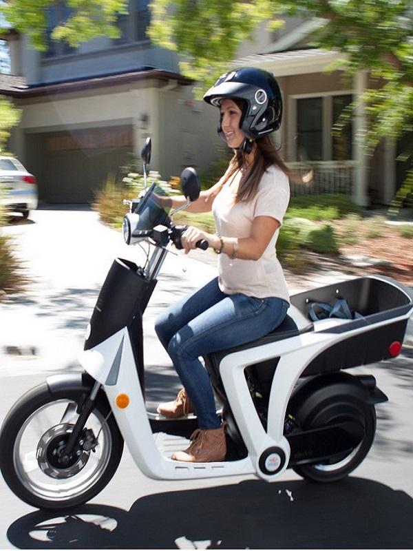 Peugeot saca pecho con su nuevo scooter eléctrico