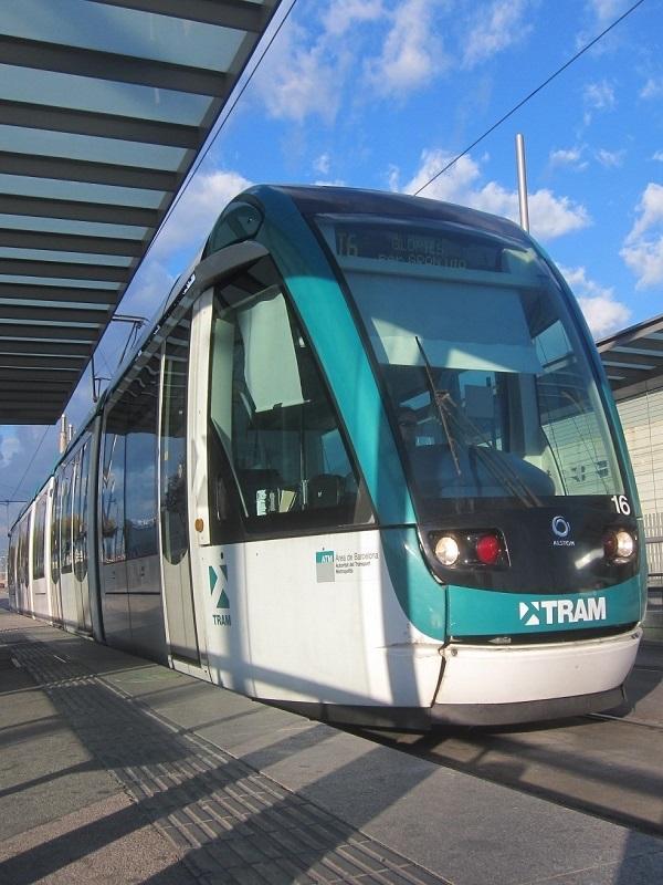 Todos con el tranvía para La Diagonal de Barcelona
