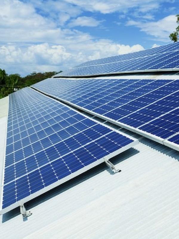 Sostenible verde y una grand sima idea instalar placas for Tejados solares