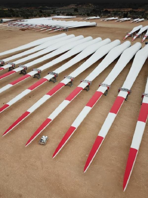 GE instala la primera turbina offshore del parque eólico Merkur, con palas fabricadas en España