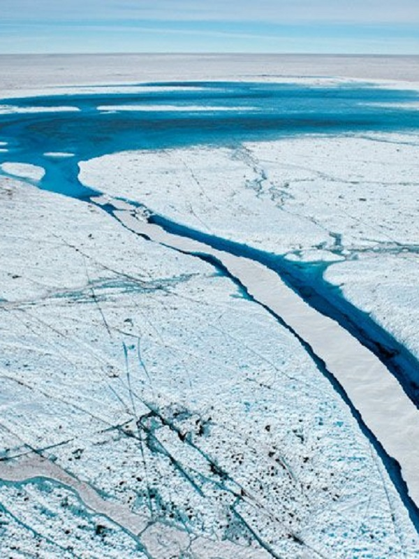 Una reacción en cadena de lagos de fusión se extiende por Groenlandia