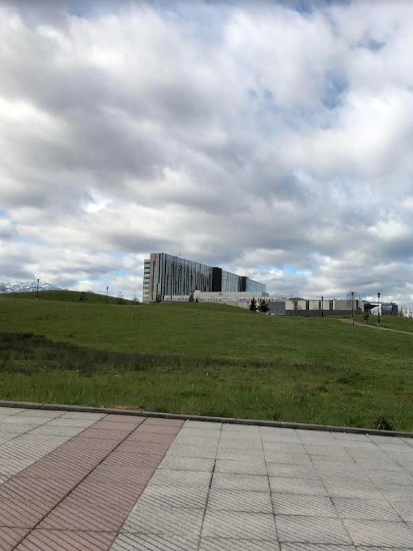 El Principado de Asturias fumiga el Hospital Central con un peligroso herbicida y el Ayuntamiento de Oviedo lo permite