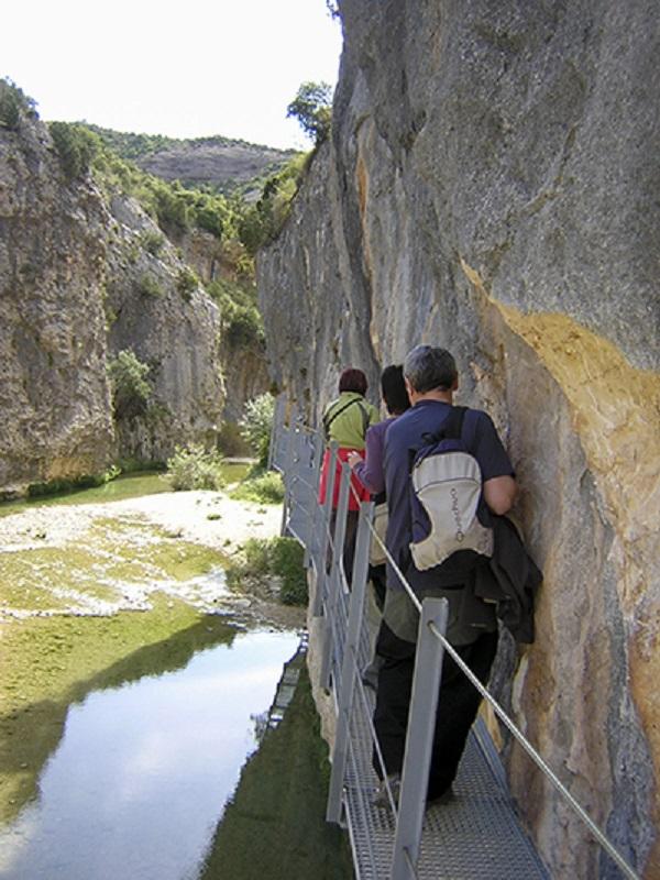 Se reconstruyen las pasarelas de Alquézar (Huesca)