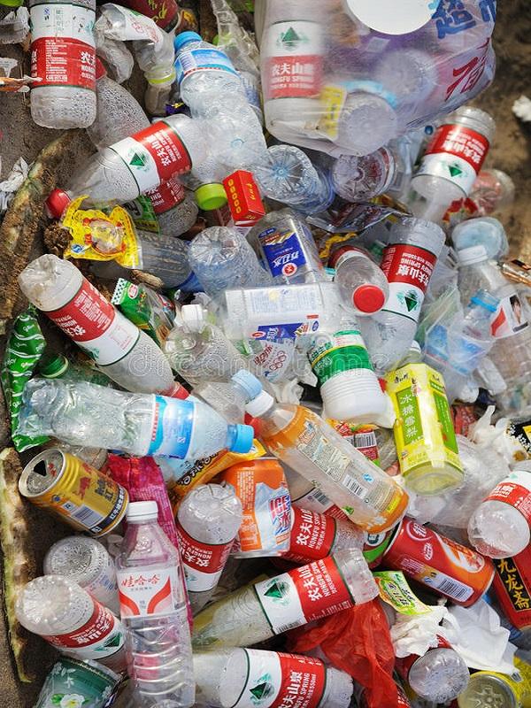 Implementan contenedores en Mestalla para reciclar las botellas de plástico