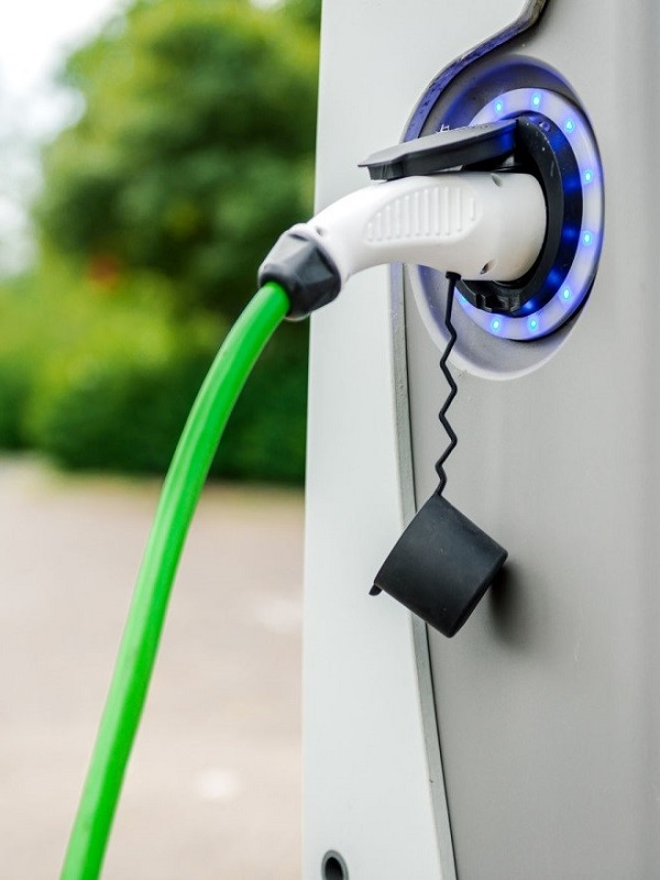 Las grandes eléctricas quieren su parte del pastel de las infraestructuras para el coche eléctrico