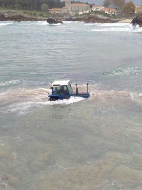 Asturias legaliza la rastrilla para la recogida de algas en la costa asturiana