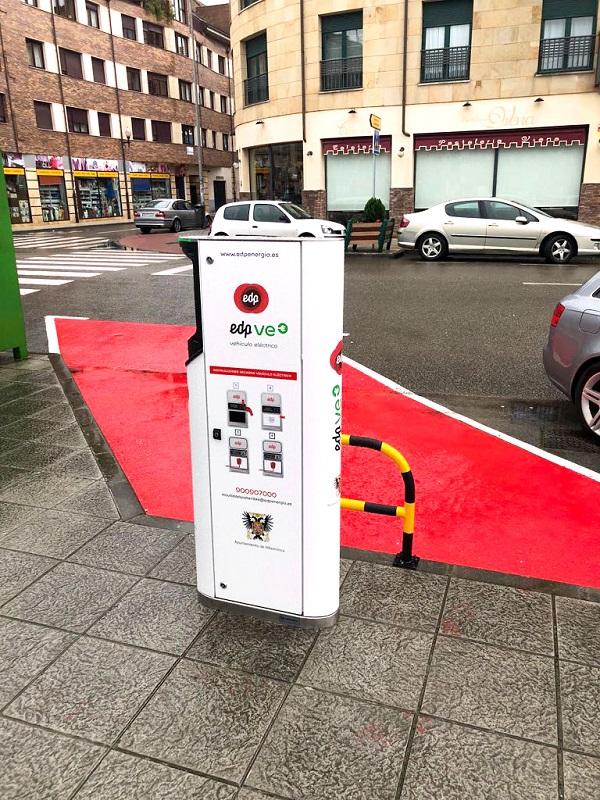 Villaviciosa ya tiene un punto de recarga para coches eléctricos