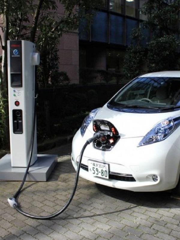 Zaragoza instalará 50 cargadores para coches eléctricos de la flota municipal