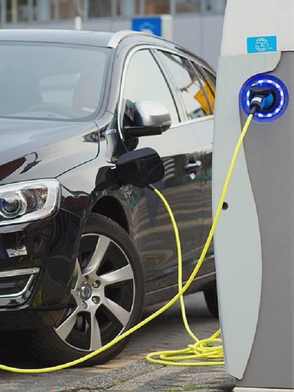 Repsol tiene dudas sobre la implementación del coche eléctrico a corto plazo