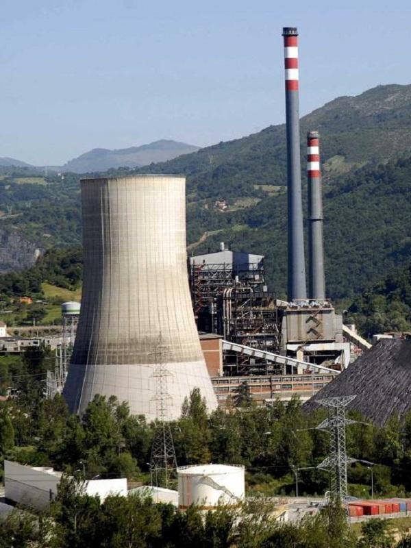El Gobierno parece querer confundir a la opinión pública equiparando una central de carbón con una de gas