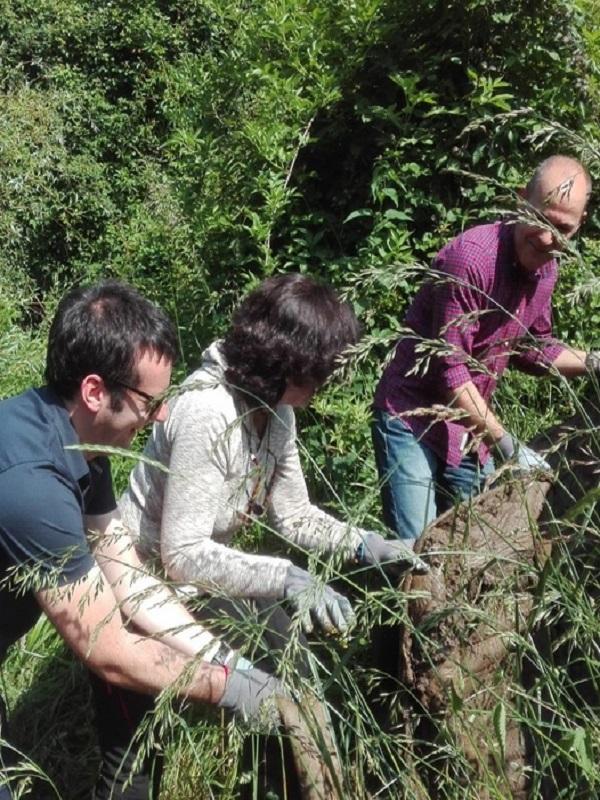 Euskadi. Más de 150 estudiantes participan en la recogida de residuos de ríos en Iurreta