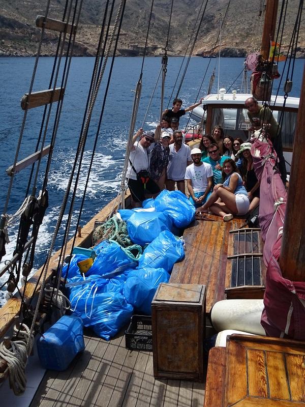 ANSE retira 20 sacos de basura de dos playas del Rincón de Cabo Tiñoso