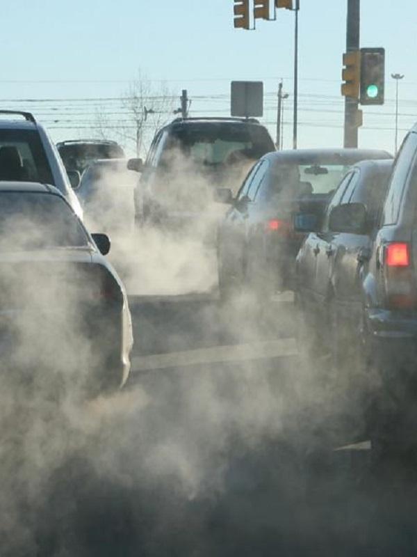 Los españoles muy de acuerdo con finiquitar los coches muy contaminantes