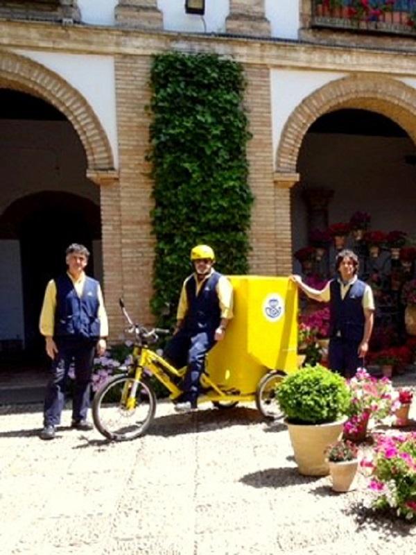 Triciclos eléctricos a los carteros