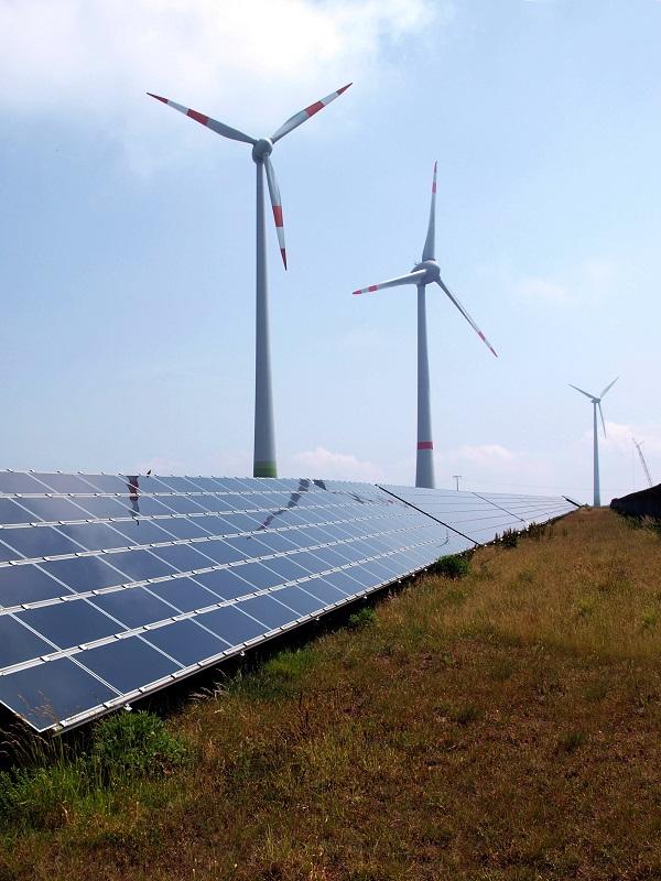 La CNMC propone recortar la retribución a las redes al 5,58% y a las renovables al 7,09%, a partir de 2020