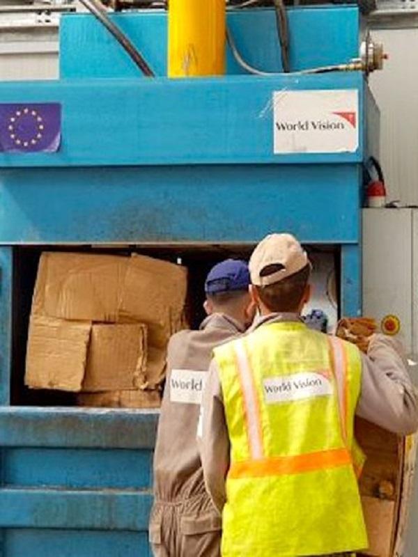 Los niños lideran la recolección de residuos en el Campamento de refugiados sirios de Azraq