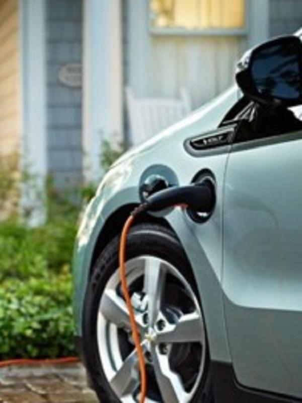 Los coches eléctricos y los de gas, son los que menos cuestan de mantener
