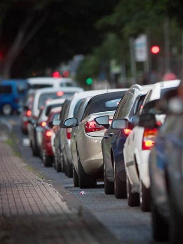 España propone prohibir matricular todo coche que emita CO2 desde 2040