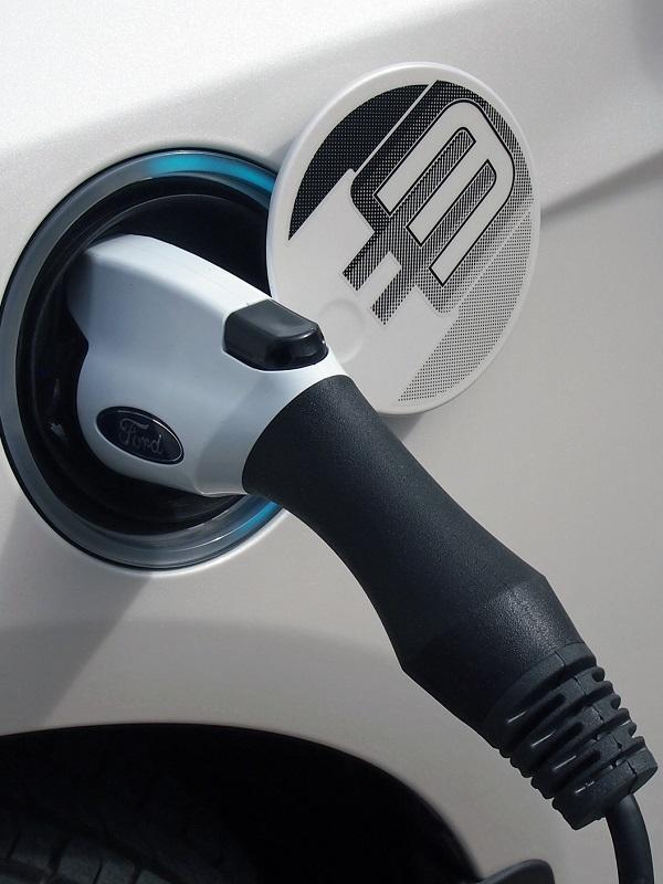 PP propone una deducción del 15% por la compra de vehículos eléctricos o híbridos