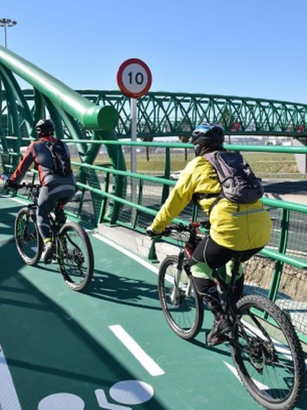 Formalizada por 752.500 euros y un plazo de seis meses la adjudicación de la pasarela ciclista de Ciudad Expo
