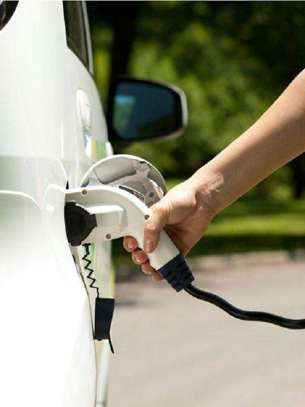 El Gobierno propone edificios descarbonizados en 2030, coches solo eléctricos en 2050 y un 90% menos de CO2 en 2050