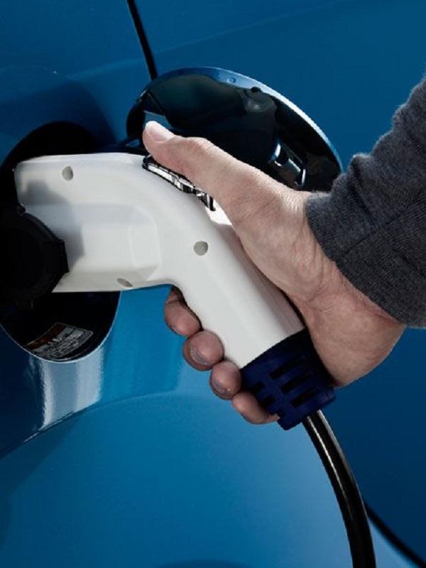 El RACE considera inaceptables las medidas del Gobierno para implementar el coche eléctrico