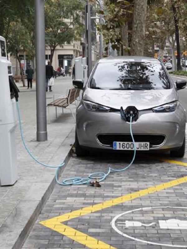 Europa debe vender su último vehículo de combustión en 2035 para descarbonizar el transporte en 2050