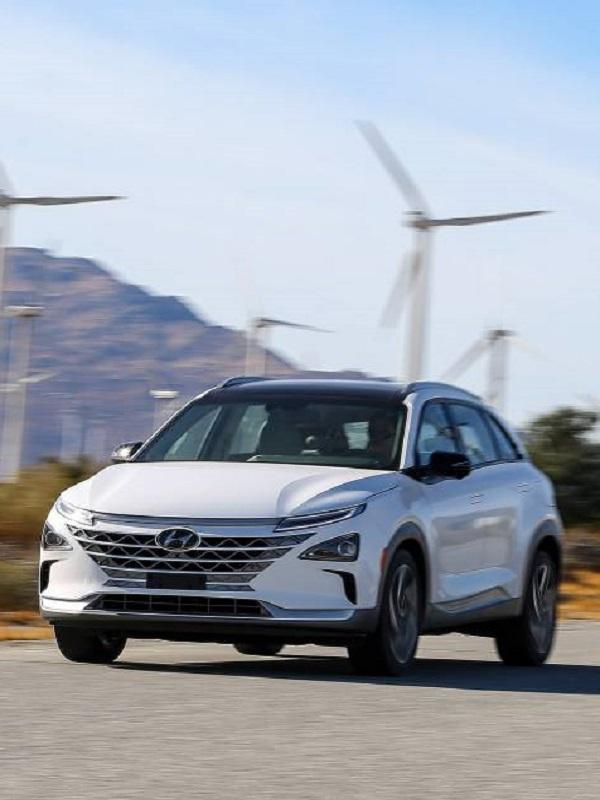 El Hyundai Nexo recibe su primera recarga en el Centro Nacional Del Hidrógeno en Ciudad Real