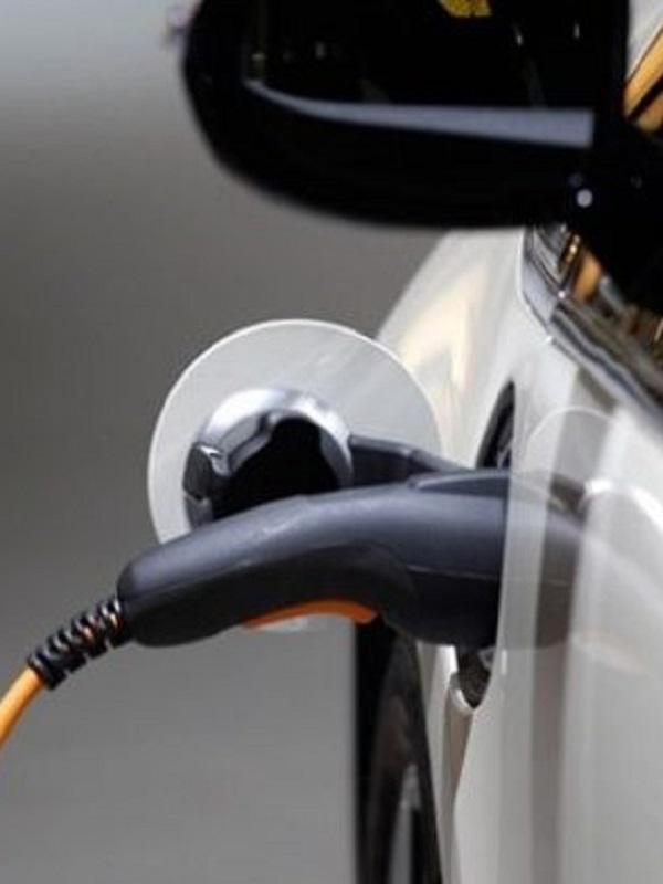 La Generalitat Valenciana implementa en sus edificios terminales de carga eléctrica para coches de la Administración
