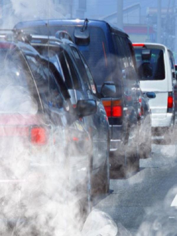 Europa espera la norma de prohibir coches con emisiones desde 2040 para analizarla en profundidad