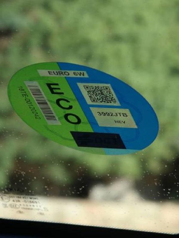 Granada prohibirá el paso al centro de vehículos sin etiquetas de emisiones cero desde el 31 de diciembre de 2025