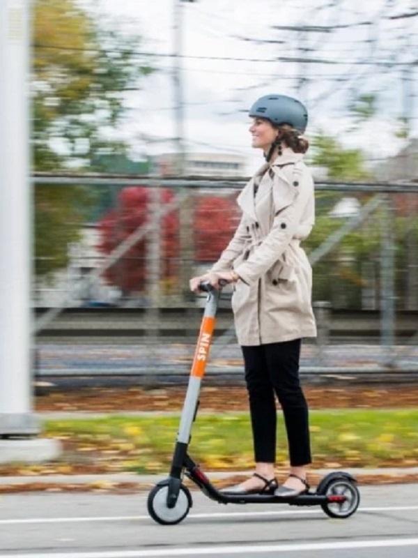 Tráfico trabaja en prohibir que los patinetes circulen por la acera y limitar su velocidad