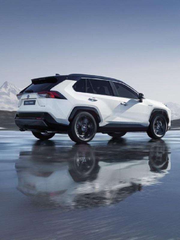 Toyota, tres novedades híbridas