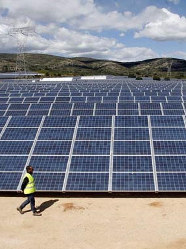 Avanzalia y TSK firman un acuerdo para la construcción de una planta solar fotovoltaica de 150 MW en Panamá