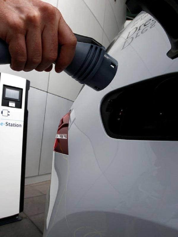 España debe triplicar el número de puntos de recarga para coches eléctricos