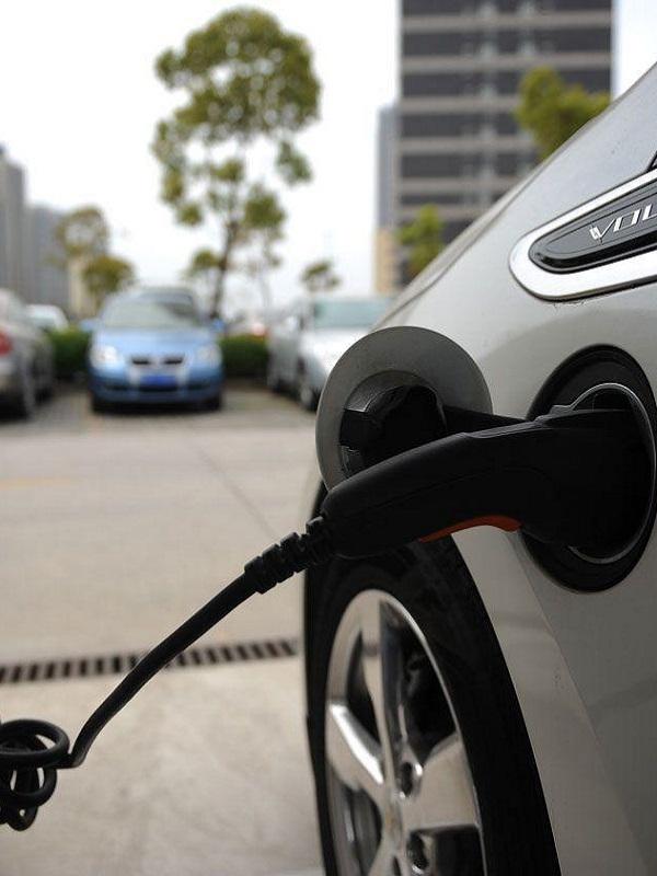 Elorrio ya dispone de un punto de recarga público para coches eléctricos