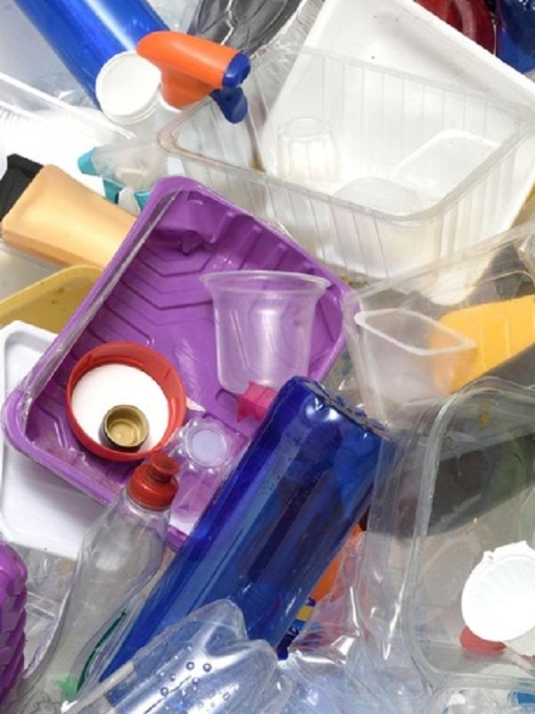 La propuesta europea para reducir el uso de plástico tiene una cara B un tanto discutible
