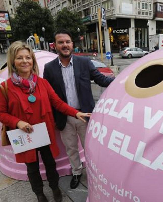 Ecovidrio ofrecerá 1 € por cada kg de vidrio que depositen en dos contenedores rosas en solidaridad con el cáncer de mama que han instalado en Oviedo