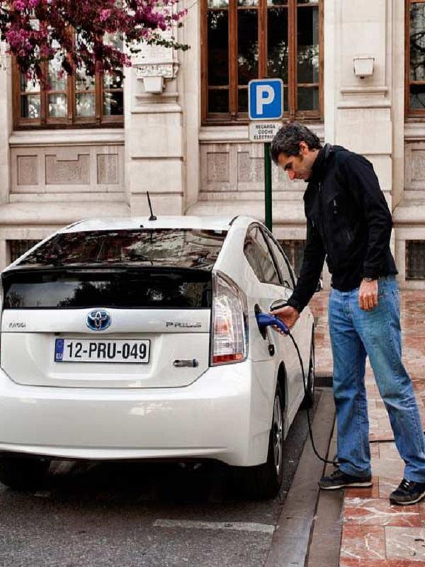 Más de 2.000 coches híbridos y eléctricos se matricularon en 2018 en Galicia
