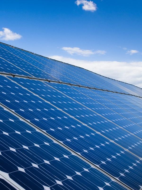Construcción de tres plantas de energía solar fotovoltaica a X-Elio y Grupotec en Andalucía