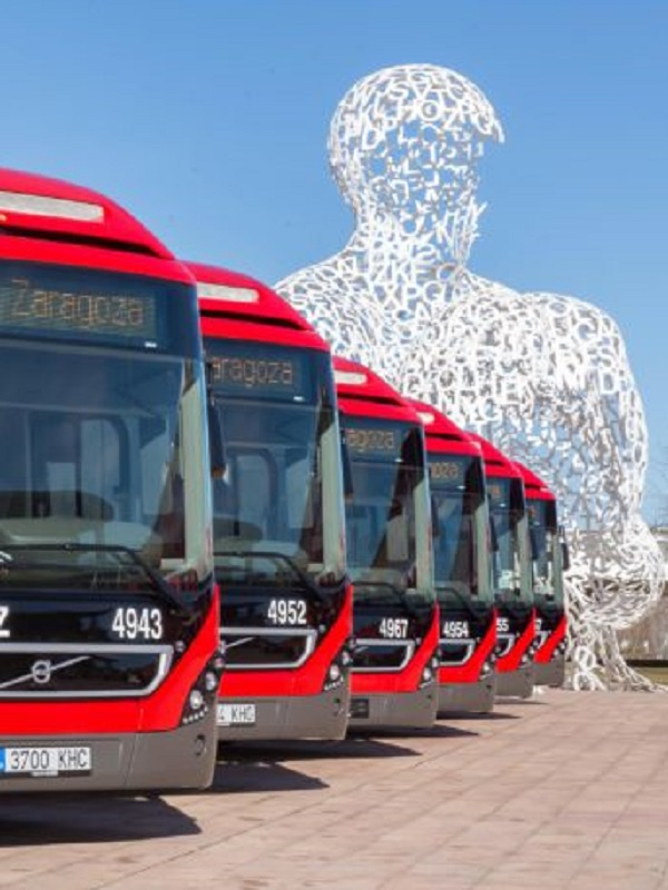 Un nuevo autobús híbrido-eléctrico con carga superior circula en pruebas por la línea 38