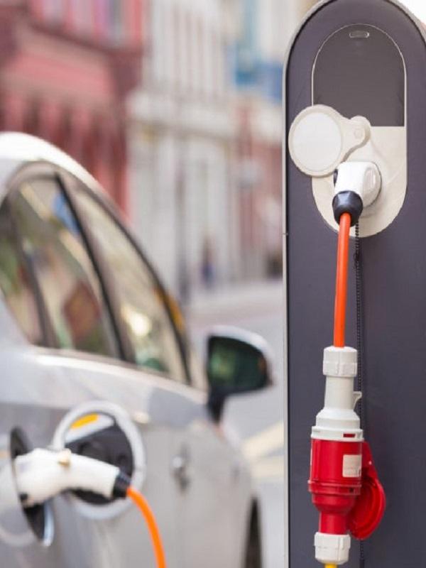 Extremadura se marca como objetivo que el 10% de los coches matriculados en 2030 sean eléctricos