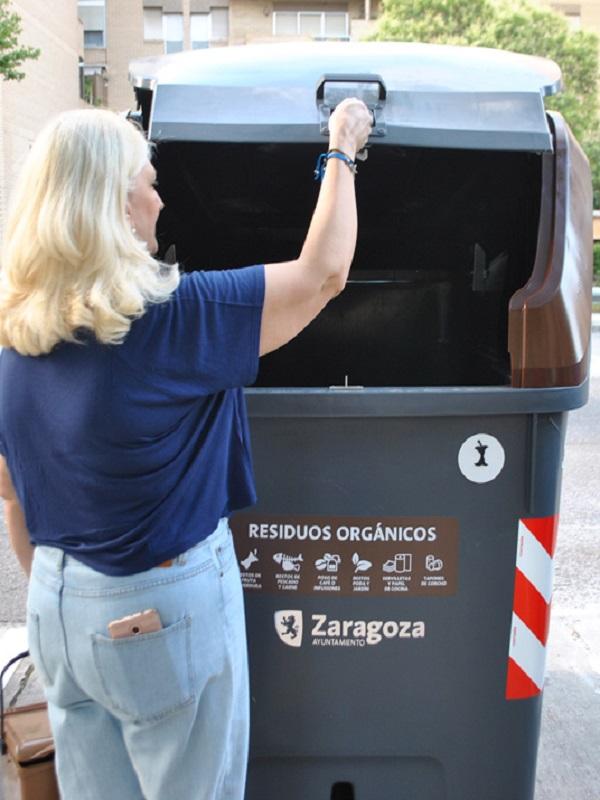 Comienza la campaña sobre recogida selectiva de residuos orgánicos en el centro de Zaragoza