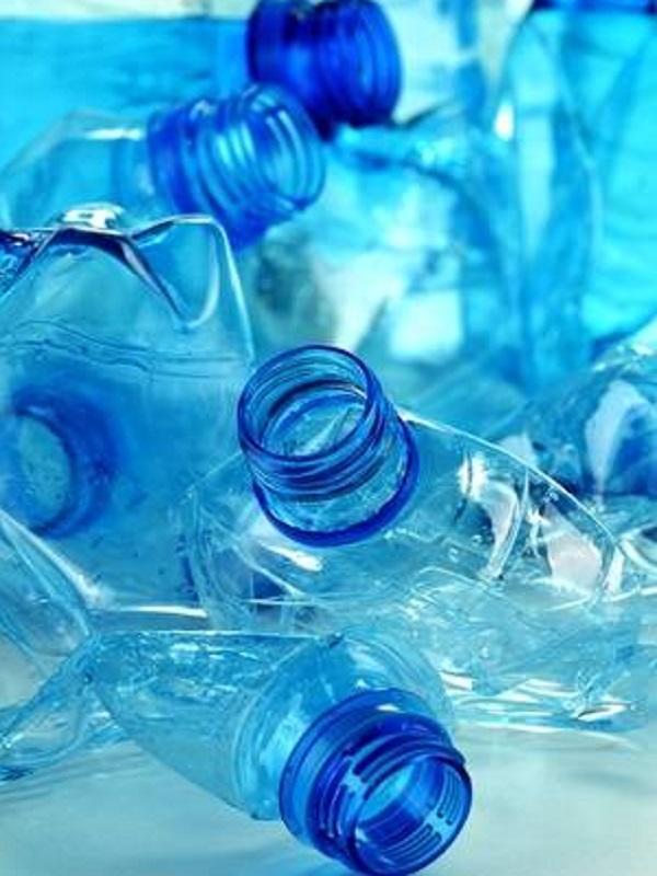 El vidrio y el papel se comen el mercado del plástico