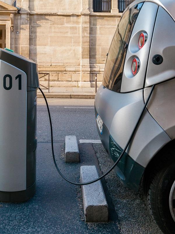 Iberdrola instalará más 200 puntos de recarga cada 100 kilómetros en las principales carreteras españolas